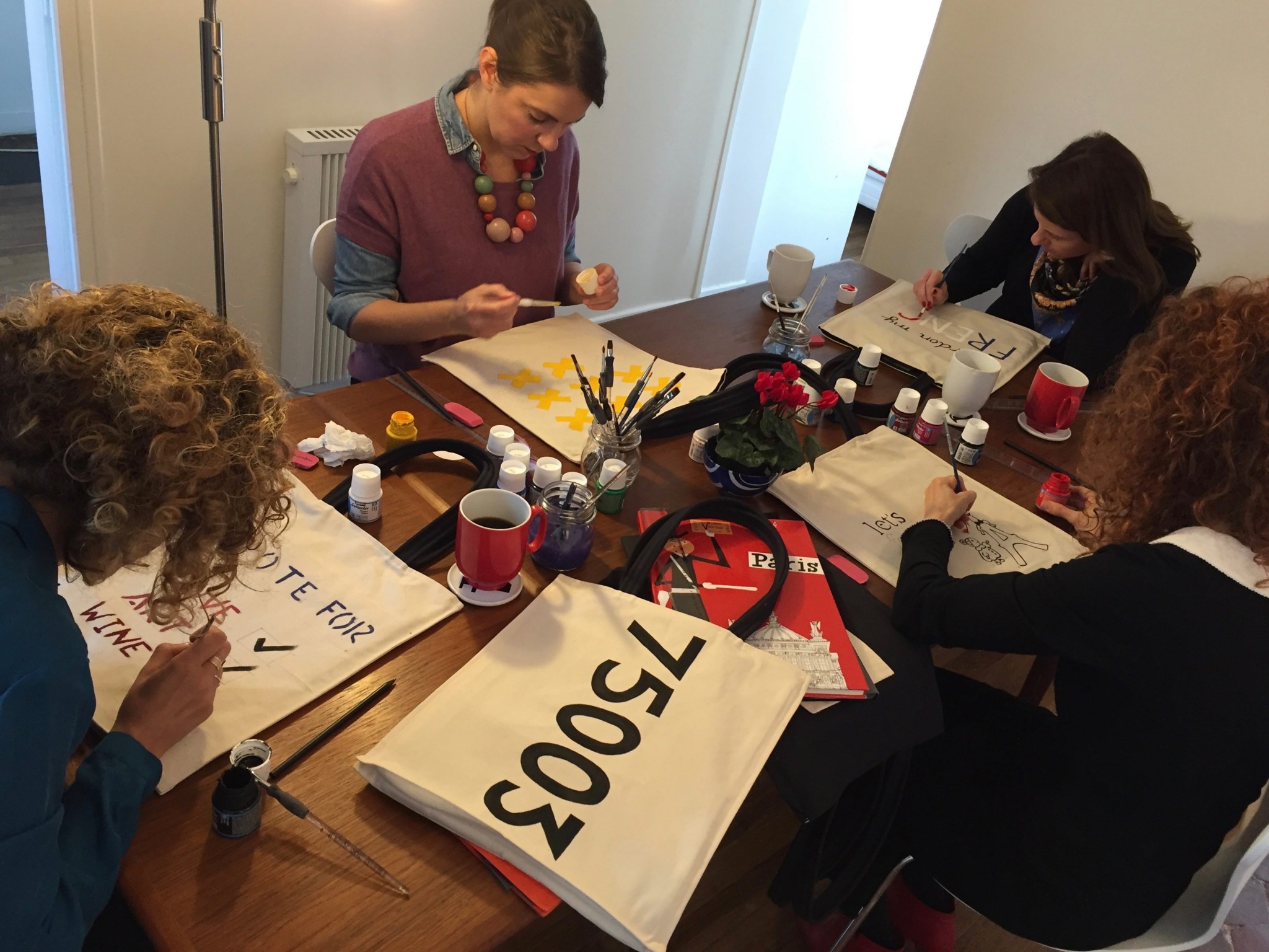 kasia-dietz-bag-painting-workshop-airbnb-1